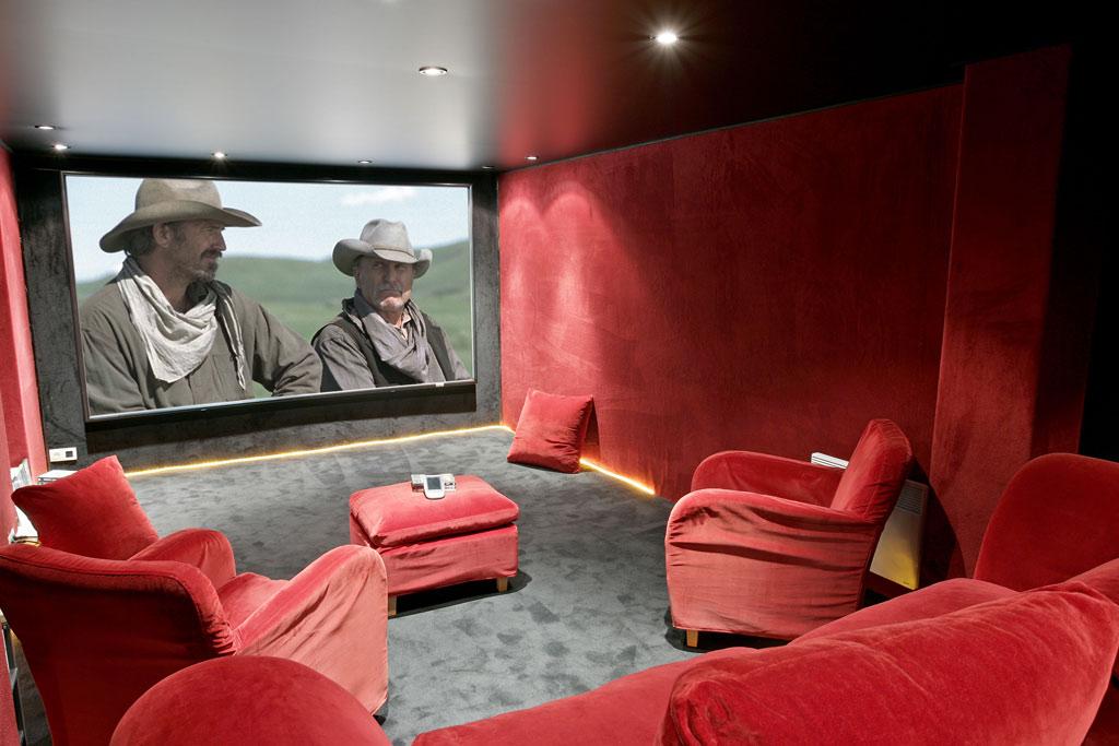une salle de cin ma priv e en sous sol hcfr forum. Black Bedroom Furniture Sets. Home Design Ideas