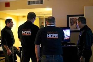 L'équipe HCFR avec M. Darbee et Page devant la démo 4K