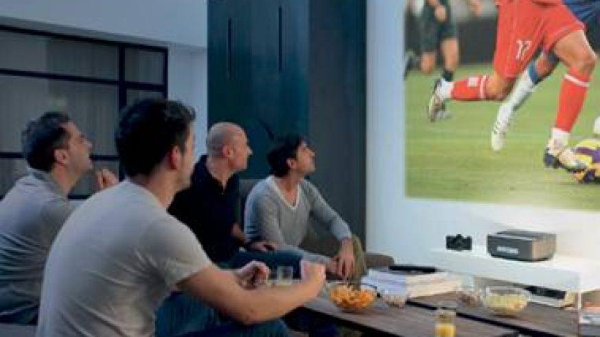 Philips Screeneo, le projecteur home cinéma pour toute la maison