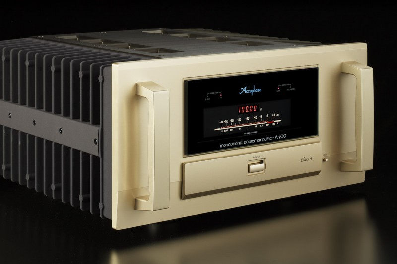 Accuphase_A-200_front